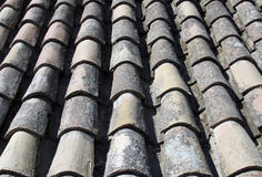 Belagd med tegel takbakgrund från gammal spanjor fördärvar Royaltyfri Bild