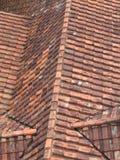 belagt med tegel gammalt tak Fotografering för Bildbyråer