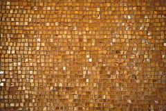 belagt med tegel guld- för golv arkivfoto