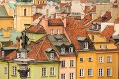Belagt med tegel rött taklägger. Warsaw. Polen royaltyfri bild