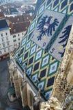 Belagt med tegel tak av Wien ` s Stephansdom Arkivfoto
