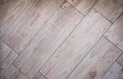 Belagt med tegel wood brädegolv - träparketttegelplattor/laminat arkivbilder