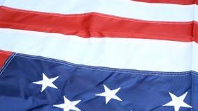 Belamente acenando no vento, na estrela e nas listras, bandeira do Estados Unidos da América Vermelho, branco e azul 4 de julho c video estoque