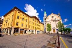 Belangrijkst vierkant de architectuurstandpunt van Cortinad ` Ampezzo royalty-vrije stock foto