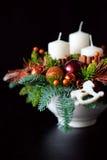 Belangrijkste van de de winterlijst kroon met kaarsen, nieuw jaarspeelgoed en Royalty-vrije Stock Fotografie