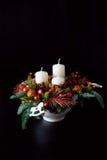 Belangrijkste van de de winterlijst kroon met kaarsen, nieuw jaarspeelgoed en Stock Afbeeldingen