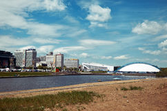 belarus Case pittoresche di Minsk sul fiume Svisloch 21 maggio 2017 Fotografie Stock