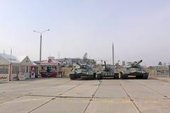belarus minsk Sowjetische Behälter is-3 und ISU 100 in der Museum Stalin-Linie Stockfotos