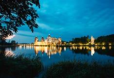 belarus Mir Castle Complex In Bright-Abend-Beleuchtung, Glühen Stockfoto
