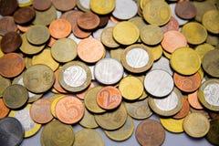 Belarussische Münzen sind auf dem Tisch Stockbild