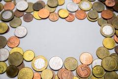 Belarussische Münzen sind auf dem Tisch Stockfotos