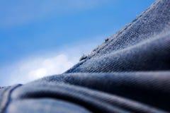 Belas artes macro extremas do fundo das fibras da roupa de cal?as de ganga nos produtos de alta qualidade 50,6 Megapixels das c?p fotos de stock
