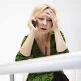 belastad affärskvinna Royaltyfri Fotografi