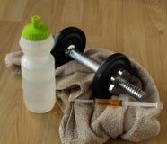 Belasten Sie Training mit Steroiden Stockfotografie
