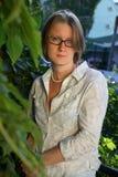 Belastetes Anstarren der jungen Frau Stockfotografie