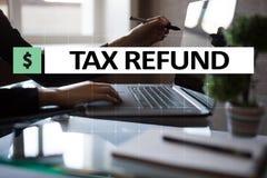 Belastingen door individuen en bedrijven zoals vat, inkomen en vermogensbelasting worden betaald die Financieel en Internet-conce stock afbeeldingen