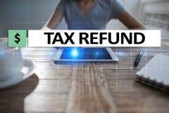 Belastingen door individuen en bedrijven zoals vat, inkomen en vermogensbelasting worden betaald die Financieel en Internet-conce stock afbeelding