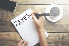 Belastingen op notitieboekje royalty-vrije stock afbeeldingen