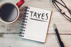 Belastingentekst op notitieboekje royalty-vrije stock afbeelding