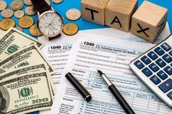 Belastingsvorm 1040 met belasting op inkomen Royalty-vrije Stock Fotografie
