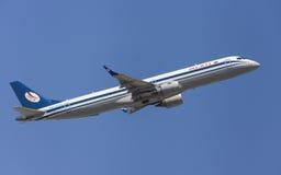 Belavia巴西航空工业公司ERJ-195 库存图片