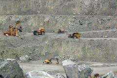 BelAZ, máquinas escavadoras faz o trabalho Foto de Stock Royalty Free