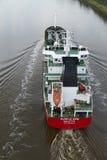 Beldorf - βυτιοφόρο (χημικές ουσίες ή πετρέλαιο) στο κανάλι του Κίελο Στοκ Φωτογραφία