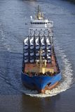 Beldorf (Duitsland) - Vrachtschip in (retoucheerd) Kiel Canal Stock Foto's