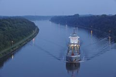 Beldorf - Freighter at the Kiel Canal in the evening Stock Photos