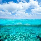 Belearic wysp turkusowy morze w turkusowy waterline Zdjęcia Royalty Free