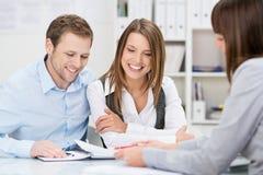 Beleggingsadviseur die een presentatie geven
