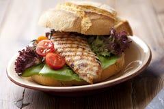 Belegtes Brot mit Hühnerfleisch Lizenzfreies Stockfoto