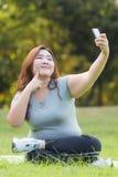Beleibtes Frauen selfie lizenzfreie stockfotos