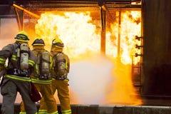 Beleidigender Feuer-Angriff stockfotografie