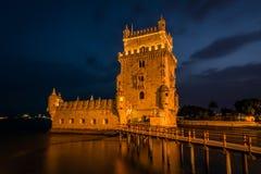 Belem torn eller Torre De Belem i Lissabon, Portugal färglinje nattfotografi Arkivbilder