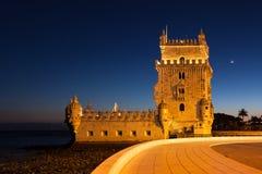 Belem torn - Torre de Belem på natten i Lissabon, Portugal Arkivbild