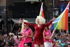 Belemmeringskoningin tijdens parade van het de trotskanaal van Amsterdam de vrolijke Stock Fotografie
