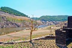 Belesar水库看法在米尼奥省河 免版税图库摄影