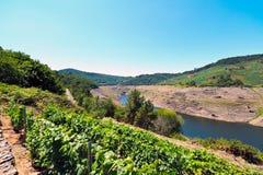 Belesar水库看法在米尼奥省河 免版税库存照片