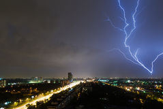 Beleuchten über dem Moskau Stockfoto
