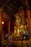 Beleuchten des Gelbs von Buddha Lizenzfreie Stockfotos
