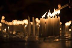 Beleuchten Sie die Kerzen Stockfotos