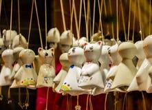 Beleuchten Sie die sonnig-tägigen Puppen lizenzfreie stockfotos