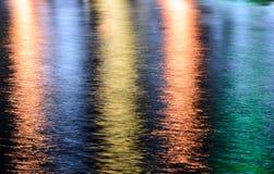Beleuchtet Reflexion auf dem Wasser Lizenzfreies Stockbild