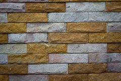 Beleuchtete alte Backsteinmauer der Backsteinmauer backgrounddimly Stockbilder