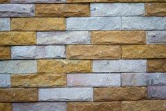 Beleuchtete alte Backsteinmauer der Backsteinmauer backgrounddimly Stockbild