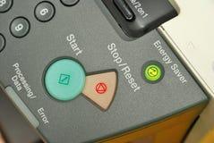 Beleuchtete energiesparende Taste auf Maschine stockfotografie