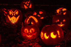 Beleuchtete Halloween-Kürbise Lizenzfreie Stockfotografie