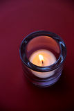 Kerze in einem Kerzenständer Stockfoto