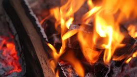 Beleuchtete schön die Flamme stock footage